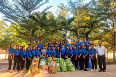 Trường THPT Cao Bá Quát thăm và chúc Tết buôn kết nghĩa
